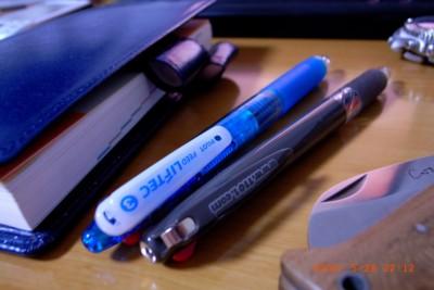 3色ボールペン PILOT FEED LIFTEC 0.7mm、ほぼ日手帳 2006 おまけボールペン