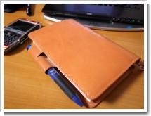ほぼ日手帳 2008 ヌメ革プレミアムの色づき具合の写真